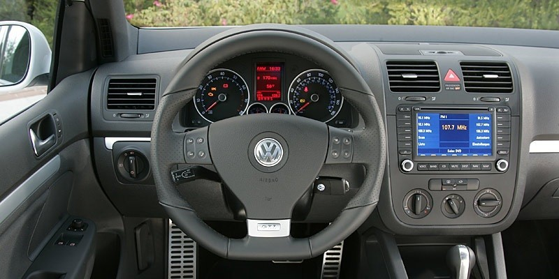 VW Golf MK5 (Volante a la izquierda)