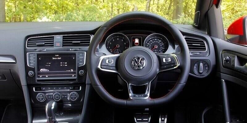 VW Golf MK7 (Volante a la derecha)